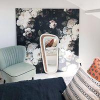 Ce papier peint qui est monté à l'étage ! #elliecashmanwallpaper#wallpaper#architectedinterieur#homedecor#design#interiordesign#furniture#scandinave#scandinavehome#designscandinave#wood#blomkal#jome#homesweethome